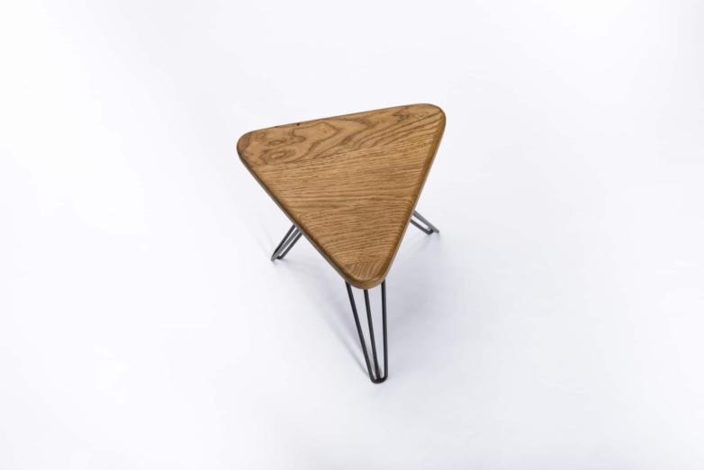 Hocker aus Eichenholz von VERSCHNITT – Produktansicht