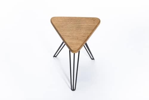 Dreieckshocker – Verschnitt – Eichenholz –– Produktansicht
